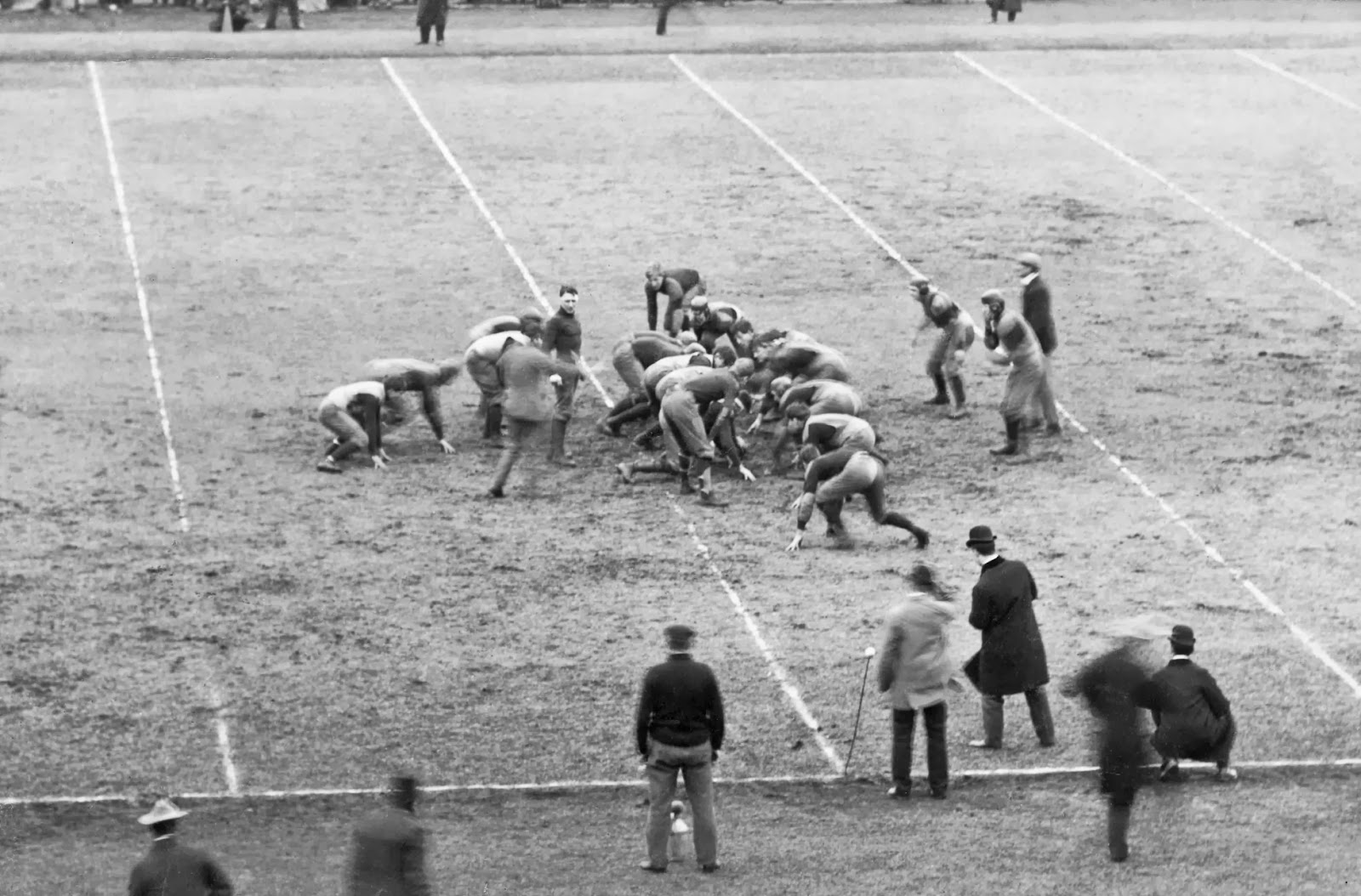 Football, scrimmage line, ca. 1905 - Harvard