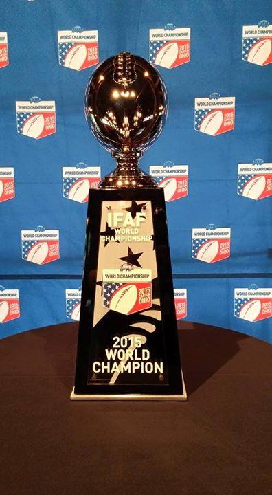 VM-trofeet amerikansk fotball - foto Einar Bolstad