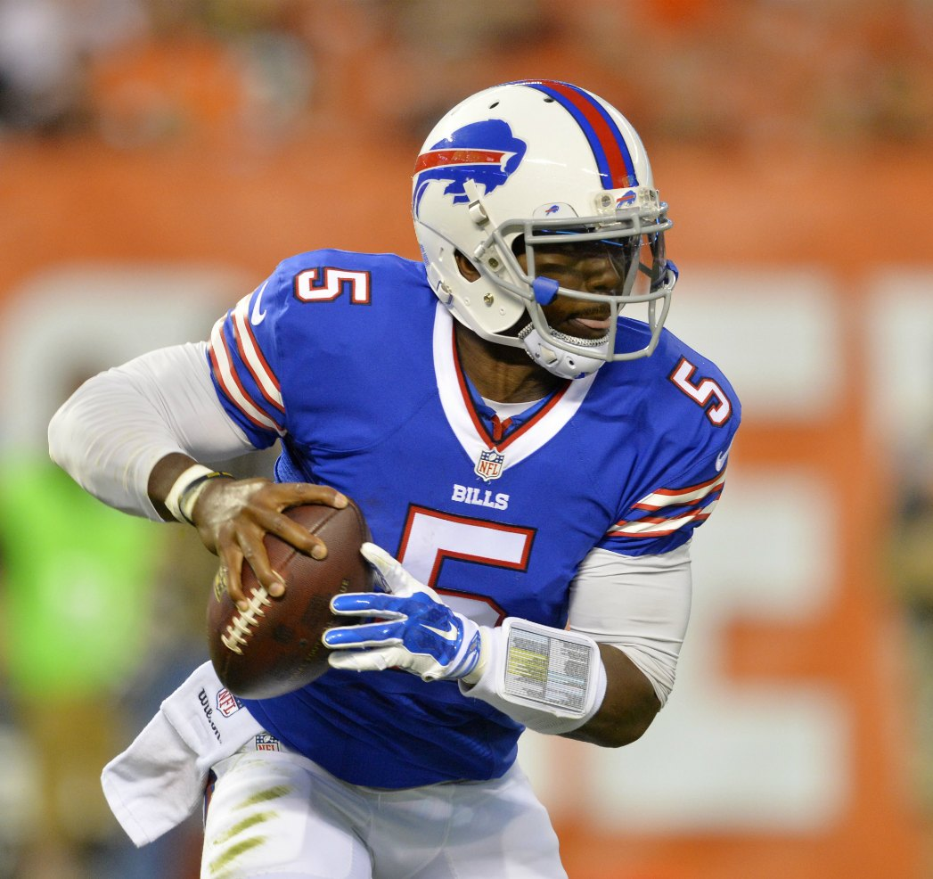Buffalo Bills quarterback Tyrod Taylor (5) scrambles in the first quarter of an NFL preseason football game against the Cleveland Browns, Thursday, Aug. 20, 2015, in Cleveland. (AP Photo/David Richard)