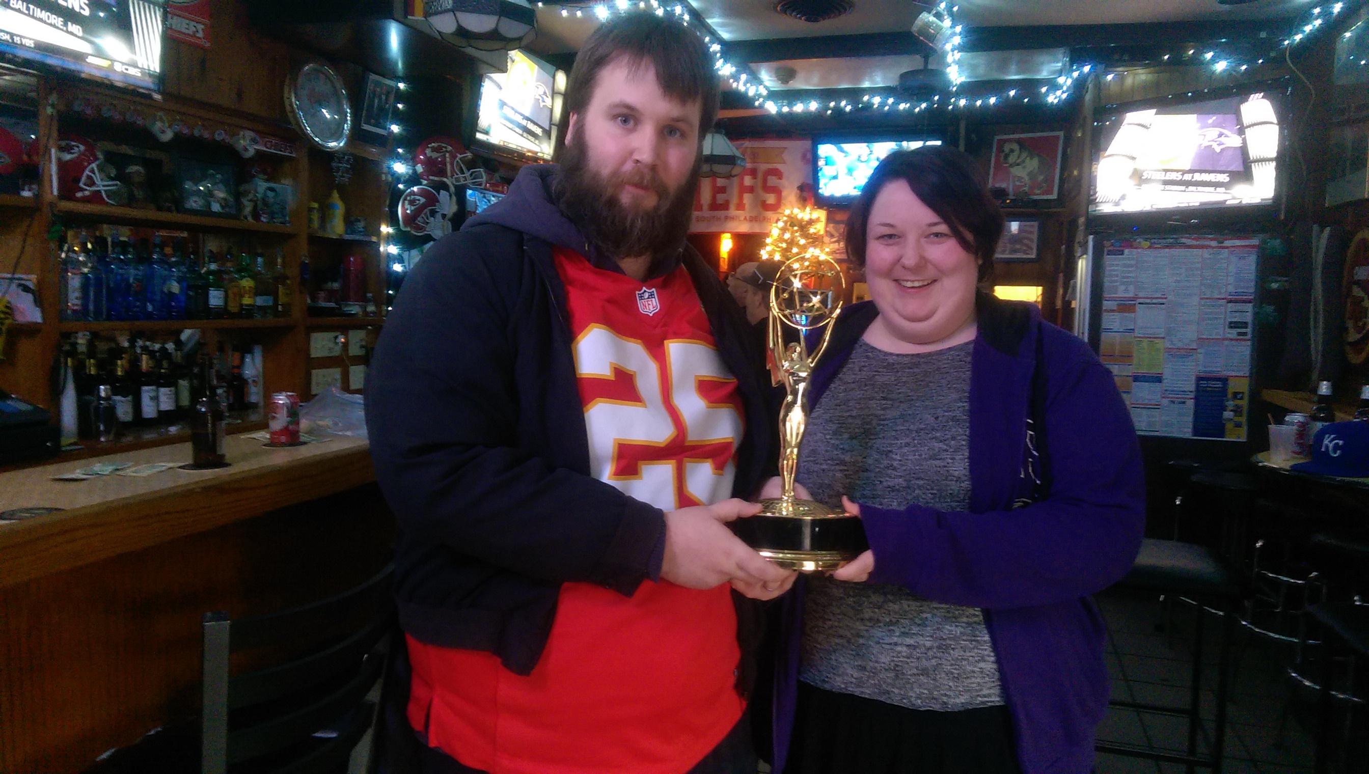 NFL Films lagde en dokumentar om Big Charlie's. Dokumentaren vant en Emmy. Emmyen er på utstilling i baren. Du kan ta bilde med den om du spør. Eller, de spør deg om du har lyst, egentlig.