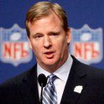 Roger Goodell NFL logoen i bakgrunnen