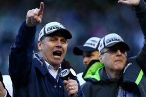 Steve Largent (t.v.) feirer NFC-seieren til Seahawks.
